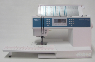 PFAFF  AMBITION - ESSENTIAL mit großem Anschiebetisch & IDT System