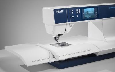 PFAFF - Performance 5.2 mit großem Anschiebetisch und IDT System