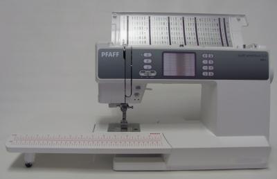 PFAFF AMBITION 2.0 Quilt mit großem Anschiebetisch & IDT-System