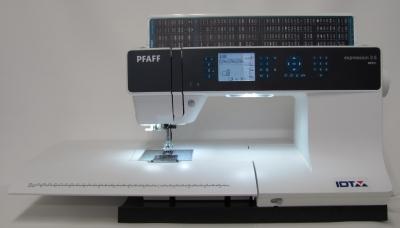 PFAFF Expression 3.5 mit großem Anschiebetisch & IDT System
